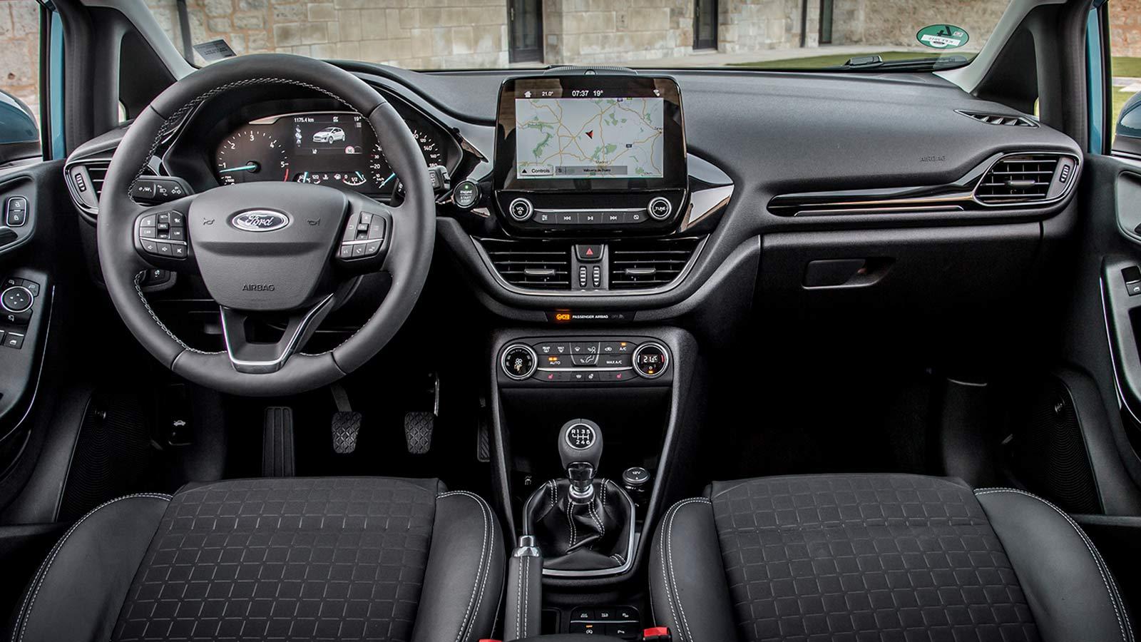 Хэтчбек Ford Fiesta - приборная панель